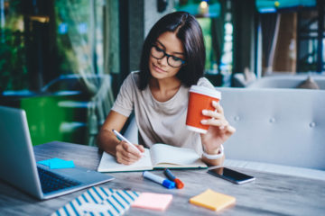 How to Write a Profile: 8 Tips for a Compelling Piece